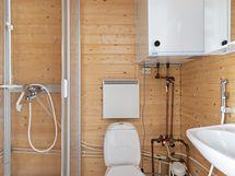 Kylpyhuone on kompakti, mutta toimiva