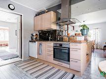 Topi-Keittiöiden avointa tilaa, joka muuntautuu tarpeidesi mukaan.
