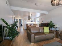 Olohuone ja keittiö yhtenäistä tilaa/ Vardagsrum och kök enhetligt utrymme