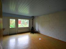 Olohuone, lattia uusittu kuvan ottamisen jälkeen