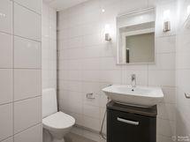 Erillinen wc, uusittu putkiremontin yhteydessä