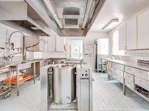 Päärakennuksen keittiötiloja