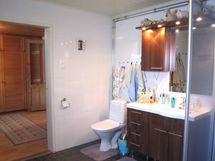 Lisäkuva kylpyhuoneesta