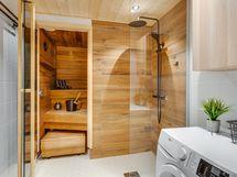 kylpyhuoneessa myös oma tilansa pyykkihuollolle