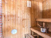 Sauna, jossa puulämmitteinen kiuas