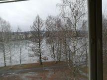 Pahajärvi ikkunasta katsoen