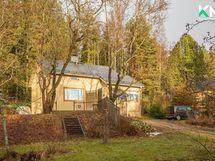 Aurinkoinen tontti on kooltaan 1953 m²