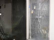 suihkutila ja saunan lasiseinää