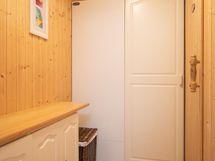 Pukuhuone saunan yhteydessä