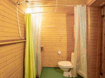 Piharakennuksen wc