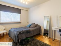 Hyvän kokoiset makuuhuoneet joita 3 kpl