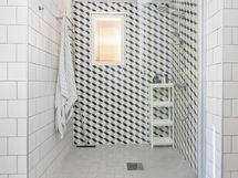 Keskikerroksen kylpyhuone (remontoitu v.2016)