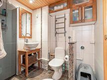 Kylpyhuone remontoitu 2005. Tilaa omalle pesukoneelle.