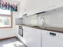 Keittiö on remontoitu koneineen vuonna 2015