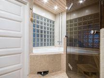 Kylpyamme saunaosastossa