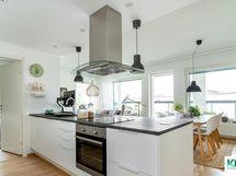 Keittiössä moderni saareke