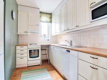 Ikkunallinen keittiö