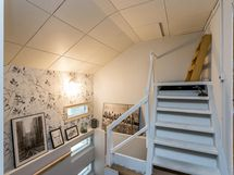 Yläkerran aulasta pääsee yläpohjaan