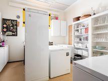 Keittiötilan yhteydessä varastotilaa