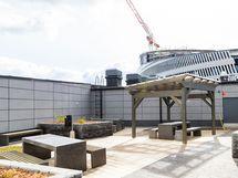 8. kerroksen kattopiha areenan puolella