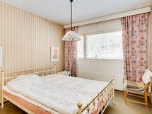 kadun puolen isoin makuuhuone