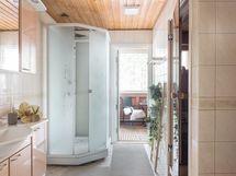 Saunaosastolta parvekkeelle vilvoittelemaan