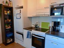 Keittotilasta löytyy kaikki tarvittava, myös pieni astianpesukone