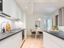 Valokuva esittelyasunnon C 39 keittiöstä