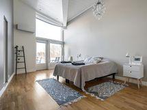 Master bedroom parvekkeella