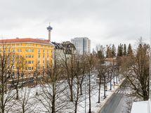 Näkymä parvekkeelta Hämeenpuistoon