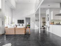 Olohuone ja keittiö yhtenäistä avaraa tilaa