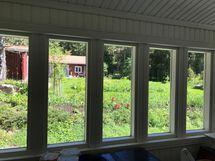 Näkymä verannan ikkunasta