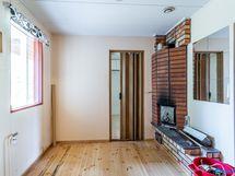 pukuhuone, takana työtila/huone
