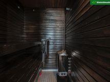 Sauna on muodikkaasti tumma.
