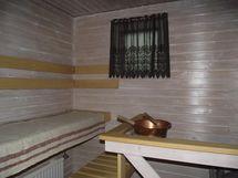 ikkunallinen valoisa sauna