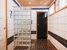Kylpyhuone remontoitu 2007-2008.