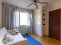 Pikku makuuhuone - Lilla Sovrummet