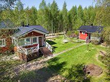 Keskitalontie 46 taloa ja saunaa, kuva v. 2014