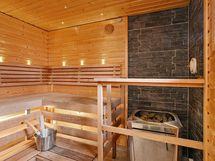 Taloyhtiön upea sauna/ Husbolaget fina bastu.