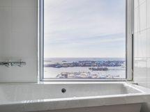 Myös kylpyammeesta huikeat näkymät