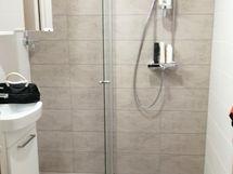 Juuri uusittu kylpyhuone