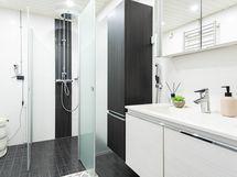 Tyylikkäästi remontoitu kylpyhuone