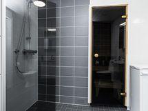 Vuonna 2019 remontoitu kylpyhuone.