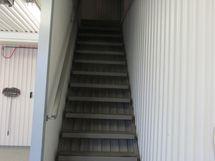 käynti yläkertaan jossa...