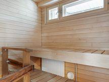...ja sauna, jossa ikkuna!