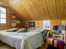 Makuuhuoneet yläkerrassa