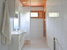 päätalon pesuhuone jossa sauna
