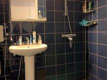 Kylpyhuoneessa suihku