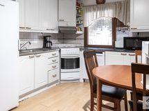 Keittiössä tilaa isommallekin perheelle