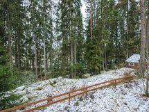 Puiden takana pilkistää Rutajärvi 300 metrin päässä